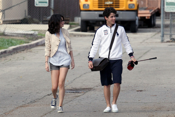 selena gomez and nick jonas golfing. Selena-Gomez-Nick-Jonas