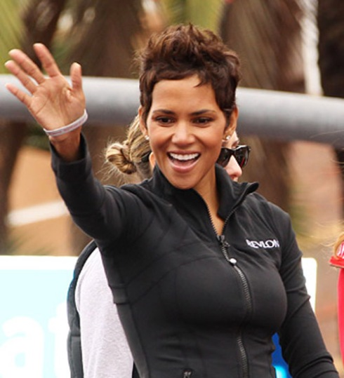Halle-Berry-Revlon-Run-Walk-2011-300495
