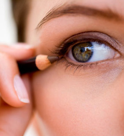 Making-Your-Eyes-Look-Bigger-102304