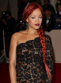 Rihanna-Red-Carpet-102039A