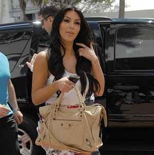Kardashian Purses on Kim Kardashian Balenciaga Handbag 400394    Heaven On Earth