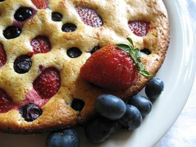 straweberry-blueberry-protein-pancakes