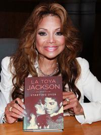 Latoya-Jackson-Book-Signing-2011-400394A
