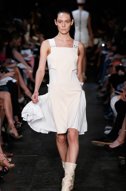 Victoria-Beckham-Spring-2012-Collection-Mercedes-Fashion-Week-800462