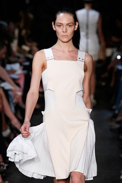 Victoria-Beckham-Spring-2012-Collection-Mercedes-Fashion-Week-800462A
