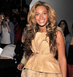 Beyonce-Pregnancy-Fashion-WeekA