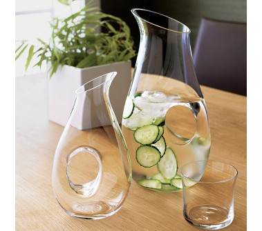 cucumber-slices-in-spa-water-100232