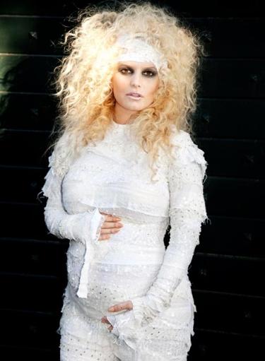 jessica-simpson-pregnant-mummy-halloween-costume-111029